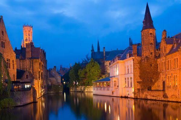 belgica-brujas-centro-de-noche-478.jpg
