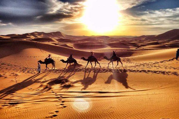 emiratos-arabes-dubai-caravana-en-desierto-275.jpg